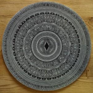 0020-Carlotta-scintu-mandala De Logu-disegno A Inchiostro Su Cartoncino Di Recupero-40x40cm Di Diametro