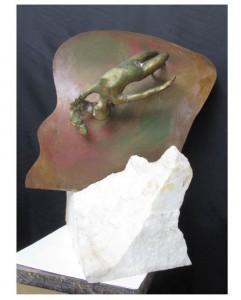 0064-carmen-dos-santos-Verso il fondo del mare″ . Marmo, Bronzo e Ferro .50 cm di altezza x 43 cm di larghezza x 35 cm di profondità