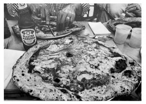 og095-Sabato Panico Pizza is Peace intorno si puo unire il Mondomatita su carta55x45